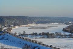 De weg van de winter met sneeuw Stock Afbeeldingen