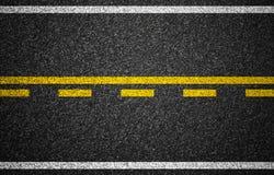 De weg van het asfalt met de textuur van wegnoteringen Royalty-vrije Stock Foto's