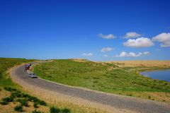 De weg van het Eiland van het Meer van Qinghai Royalty-vrije Stock Afbeeldingen