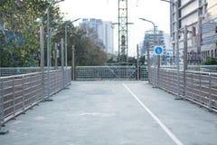 De weg van het fietsteken op de weg Stock Foto's