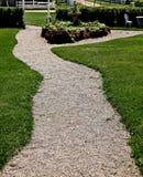 De weg van het grint in park of tuin Royalty-vrije Stock Afbeeldingen