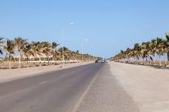 De Weg van het Suwadistrand in Oman stock afbeelding