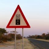 De weg van het tekengrint - waarschuw het eind van een goede weg stock afbeelding