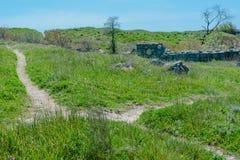 De weg van het de zomerlandschap op de heuvel Stock Fotografie