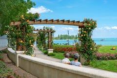 De Weg van de pergolaas aan meer Balaton in Balatonfured, Hongarije stock foto's