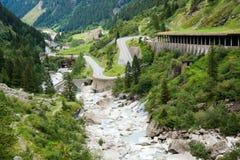 De Weg van Serpantine in de Alpen Stock Fotografie