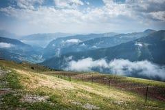 De weg van de wandeling in de Julian alpen stock afbeeldingen