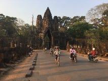 De Weg van de zuidenpoort De tempel van Angkorwat kambodja stock foto's