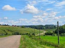 De weg voor de auto buiten de stad Royalty-vrije Stock Afbeeldingen