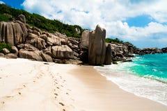 De weg voor een verbazend natuurlijk strand, tropisch landschap, La royalty-vrije stock afbeelding