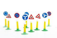De Wegcode, de verkeersveiligheid en het voertuig beslissen het drijfspeelgoed van wetsverkeersteken royalty-vrije stock afbeelding