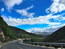 De wegen in Tibet, Goede wegen verbinden alle grote steden in Tibet Stock Foto
