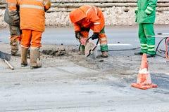 De wegen van de wederopbouw en de scherpe werken Stock Foto's