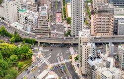 De wegkruising en gebouwen van Tokyo Stock Afbeeldingen