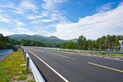 De weglandschap van Noorwegen Royalty-vrije Stock Afbeeldingen