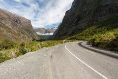 De wegrubriek van de kromme aan de heuvel Royalty-vrije Stock Foto's