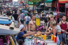 De Wegtoeristen van Bangkok Khao San Stock Afbeelding
