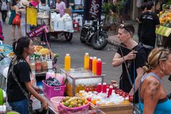 De Wegtoeristen van Bangkok Khao San Royalty-vrije Stock Afbeeldingen