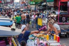 De Wegtoeristen van Bangkok Khao San Stock Afbeeldingen