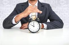 De wekker van de mensenholding Stock Foto