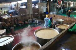 De wereld grootste vrije keuken van Harmandir Sahib (Gouden Tempel) Royalty-vrije Stock Foto