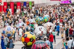 De Wereldbeker van FIFA van 2018 Een Nationaal huis voor Mexicaanse ventilators in Gostiny Dvor Viering van de Dag van de Doden G Royalty-vrije Stock Foto