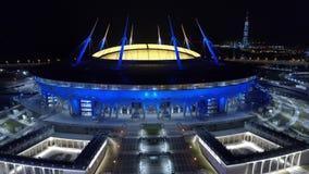 2018 de Wereldbeker van FIFA, Rusland, Heilige Petersburg, het stadion van Heilige Petersburg, Nacht, antennes stock footage