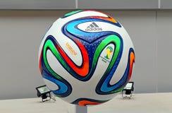 De Wereldbeker 2014 Voetbal van Adidas Brazuca Stock Foto