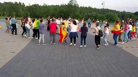 De wereldjeugd Dag 2016 Zingende en dansende pelgrims stock footage