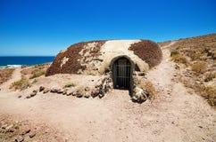De Wereldoorlog IIbunker in Tenerife, werd gebouwd tegen een mogelijke aanval tijdens de tweede wereldoorlog Stock Fotografie