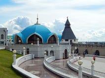 In de werf buiten Kol Sharif Mosque in Kazan het Kremlin in de republiek Tatarstan in Rusland Royalty-vrije Stock Afbeeldingen