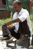 De werken van de schoenmaker aangaande de straat Stock Afbeeldingen
