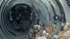 De werken van het fabrieksmateriaal, recyclingspartijen van gebruikt afval HD stock footage