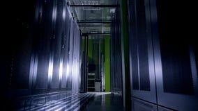 De werkende Gegevens centreren Hoogtepunt van Serverrekken stock footage