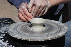 De werkende klei van de pottenbakker Royalty-vrije Stock Foto