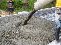 de werkende machine van de asfaltbetonmolen Stock Afbeeldingen