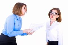 De werkgever die haar medewerker berispen Stock Foto's