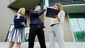 De werkgever geeft hoogte vijf Royalty-vrije Stock Foto