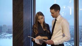 De werkgever verbetert het rapport stock footage