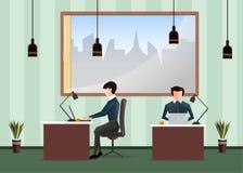 De werkplaats van het bureau Mensen die in het bureau werken Arbeiders die bij bureaus en het werk aangaande de computer zitten Royalty-vrije Stock Afbeelding