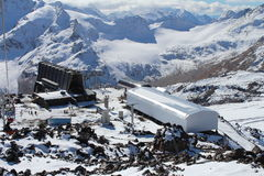 De westelijke en oostelijke pieken van onderstel Elbrus De Bergen van de Kaukasus, Rusland Stock Foto