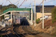 De Westkust hoofdlijn van de containertrein bij Hest-Bank royalty-vrije stock foto's