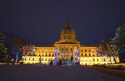 De wetgevende Bouw met Kerstmislichten Stock Fotografie