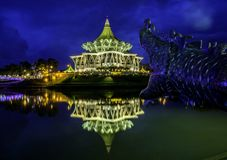 De Wetgevende vergadering van de Staat van Sarawak van de nachtscène Royalty-vrije Stock Fotografie