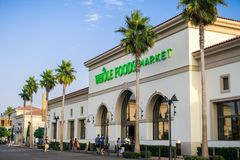 De Whole Foods-supermarkt in Santa Clara Square Marketplace, Zuid-San Francisco wordt gevestigd dat royalty-vrije stock fotografie