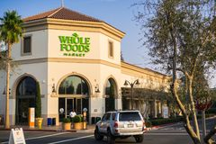De Whole Foods-supermarkt in Santa Clara Square Marketplace, Zuid-San Francisco wordt gevestigd dat royalty-vrije stock afbeeldingen