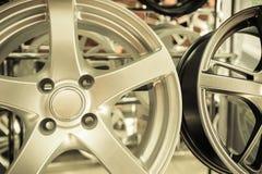 De wielen legeren wielen voor auto's stock afbeeldingen