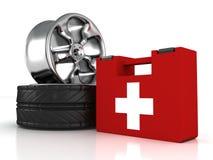 De wielen van de auto en de uitrusting van de eerste hulphulp Stock Afbeeldingen