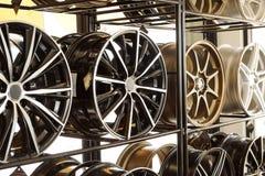 De wielen van de autolegering stock afbeelding