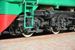 De wielen van een moderne Russische elektrische trein met schokbrekers en remmechanismen De kant van ca Royalty-vrije Stock Fotografie